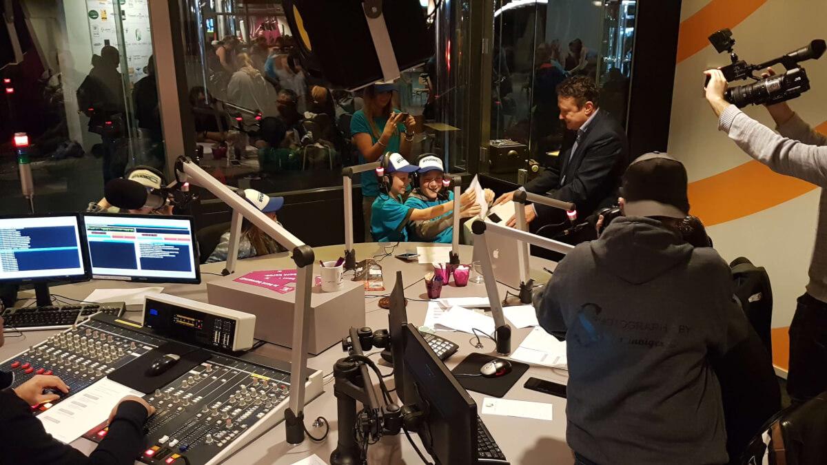 De radiostudio van Radio Aalsmeer tijdens de actiedag Let's Make Memories voor Stichting Living Memories.